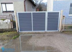 Dvojkrídlová brána s malou bránkou výpln trapézový plech za 700€